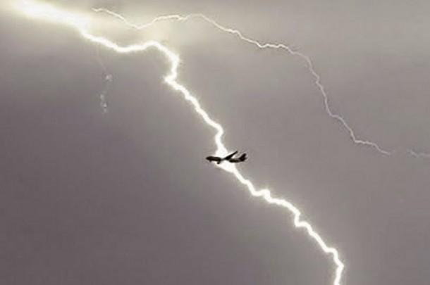 Cae rayo en avion españa