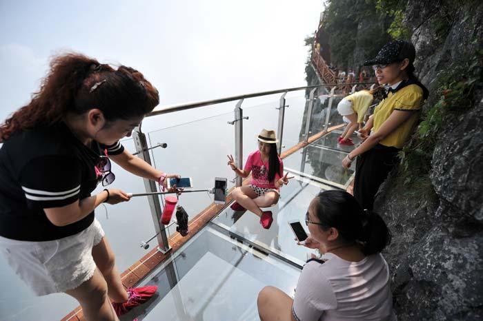 selfie extrema camino vidrio china