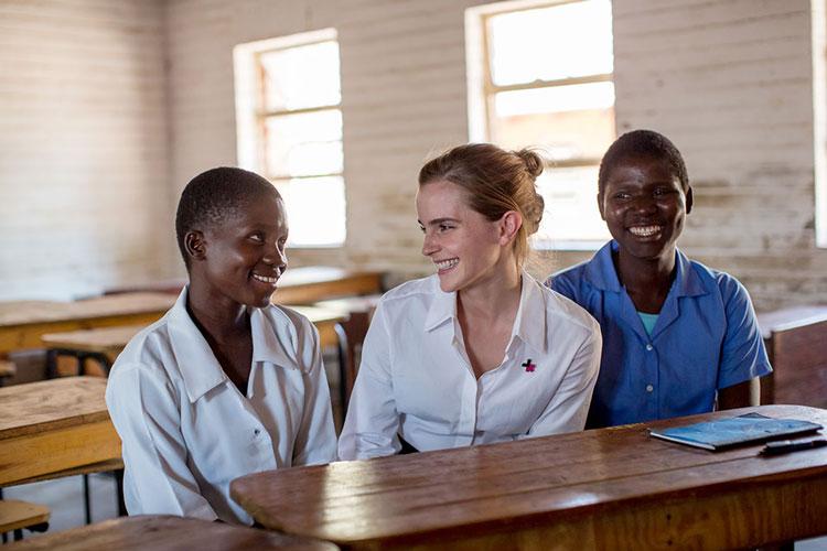 Antes del Día Internacional de la Niña, la actriz de renombre mundial viaja a Malawi